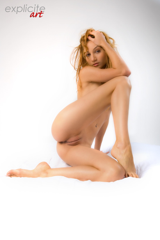 Фотографии голых девушек в студии 4 фотография